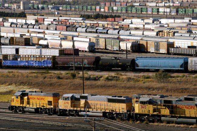 railroad-classification-yard-4578535_1920.jpg