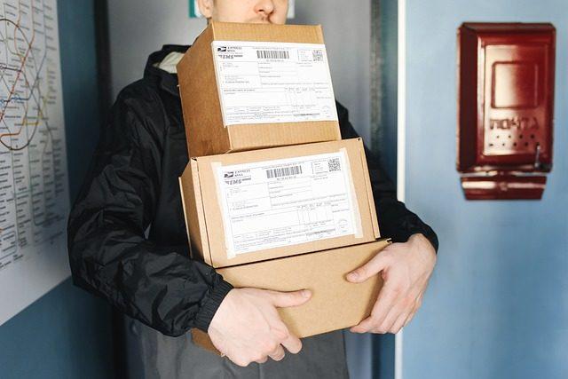 packages-6153947_640.jpg