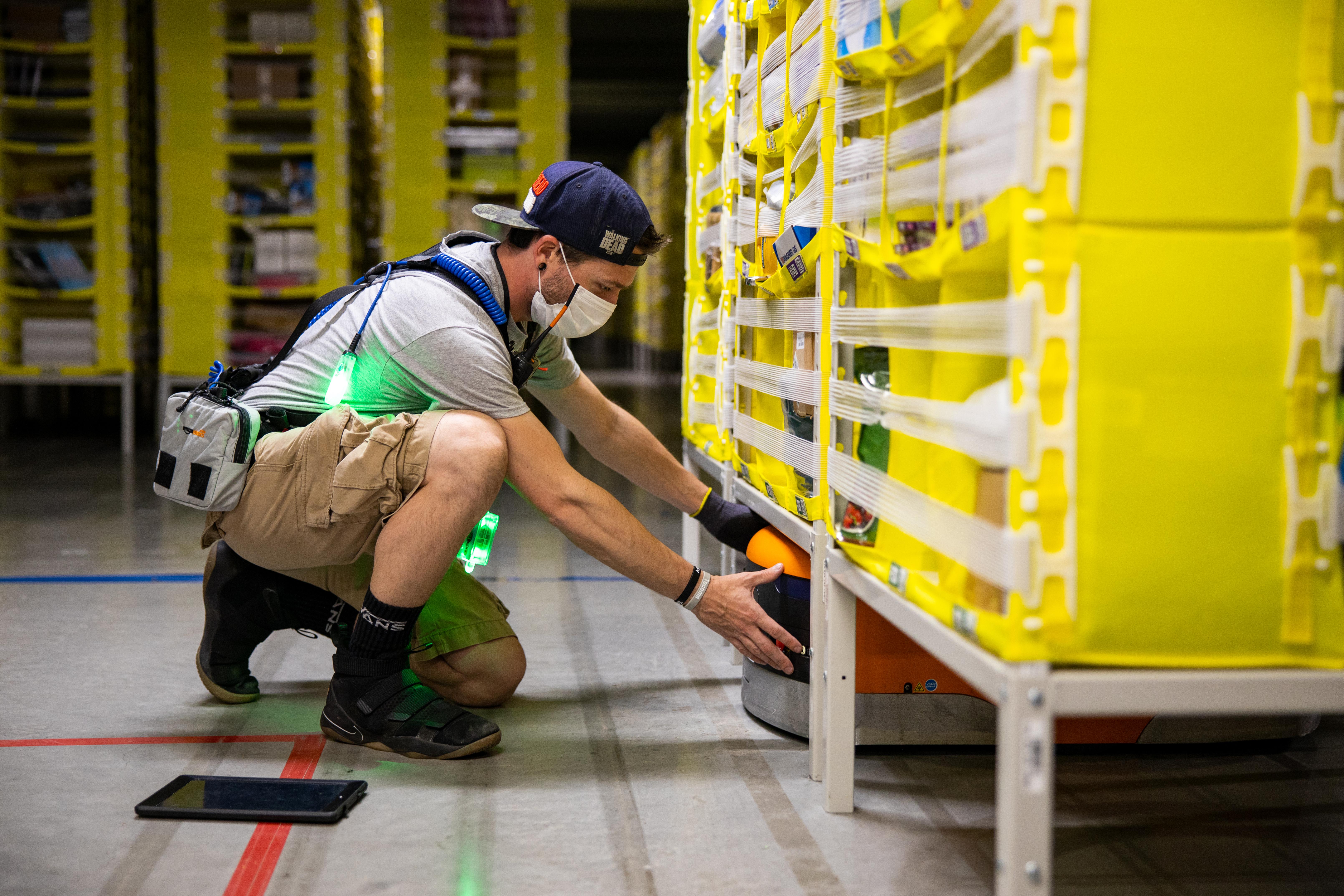 Amazon associate wearing ppe 4