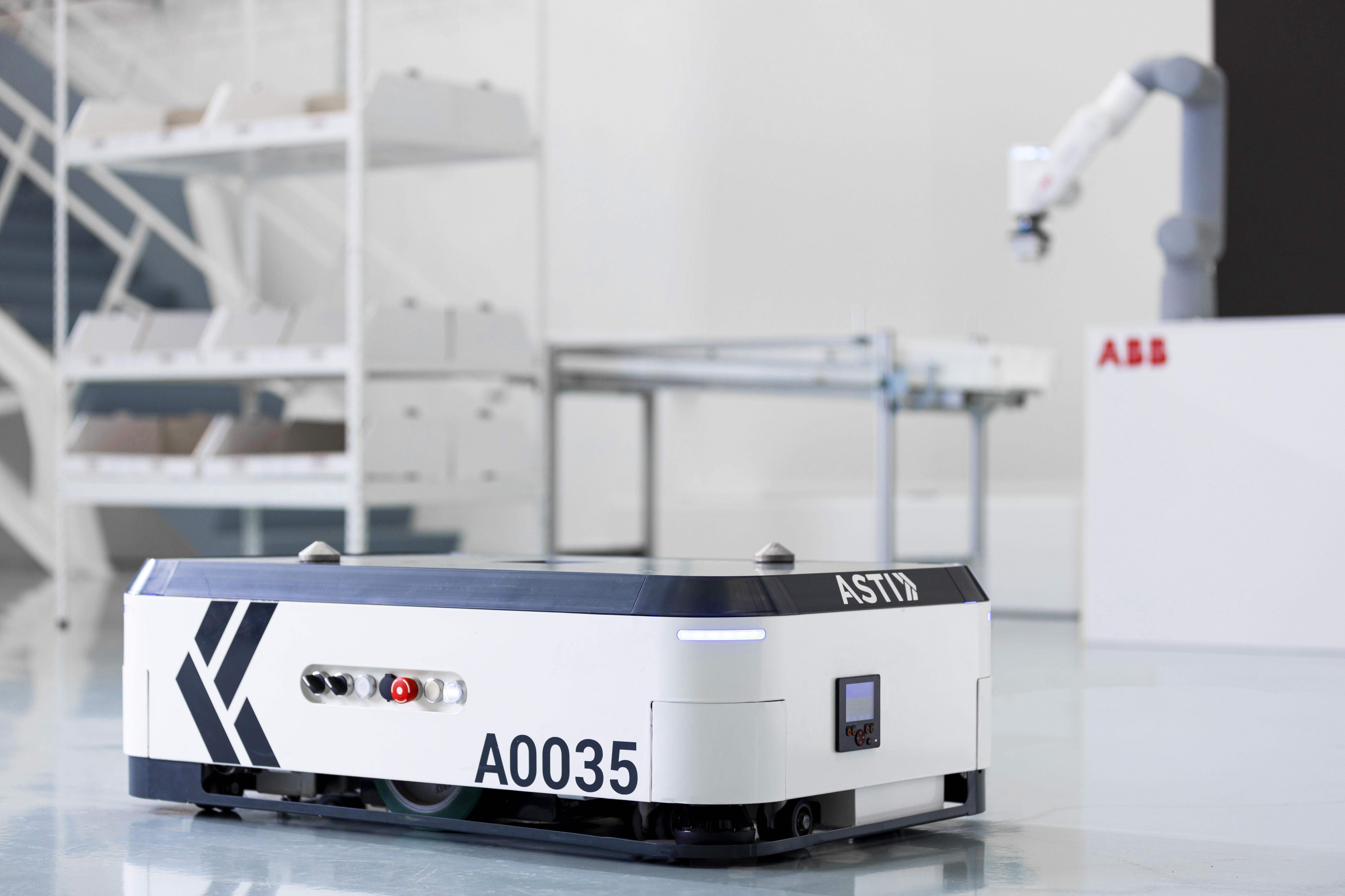 asti-ABB_Robotics_acquires_ASTI_Mobile_Robotics_Goods-to-person_GoFa_cobot_ASTI_EBOT_350.jpg