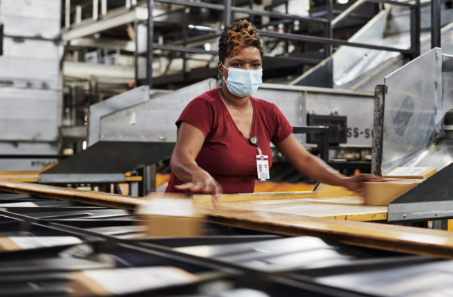 UPS to hire 100,000 seasonal workers