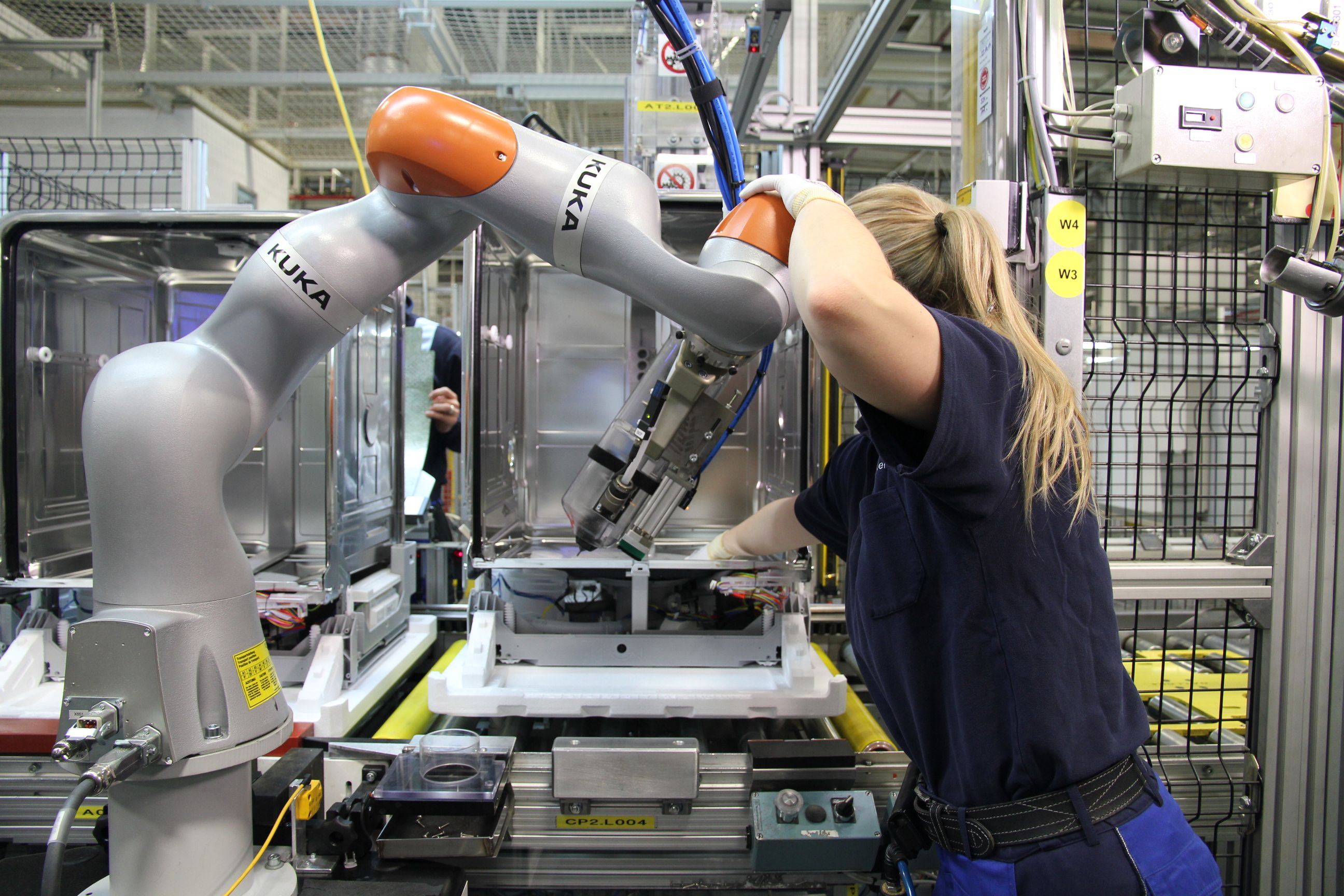 Robots kuka lbriwa human robot collaboration