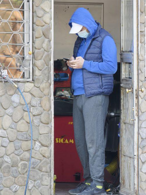 worker wearing mask
