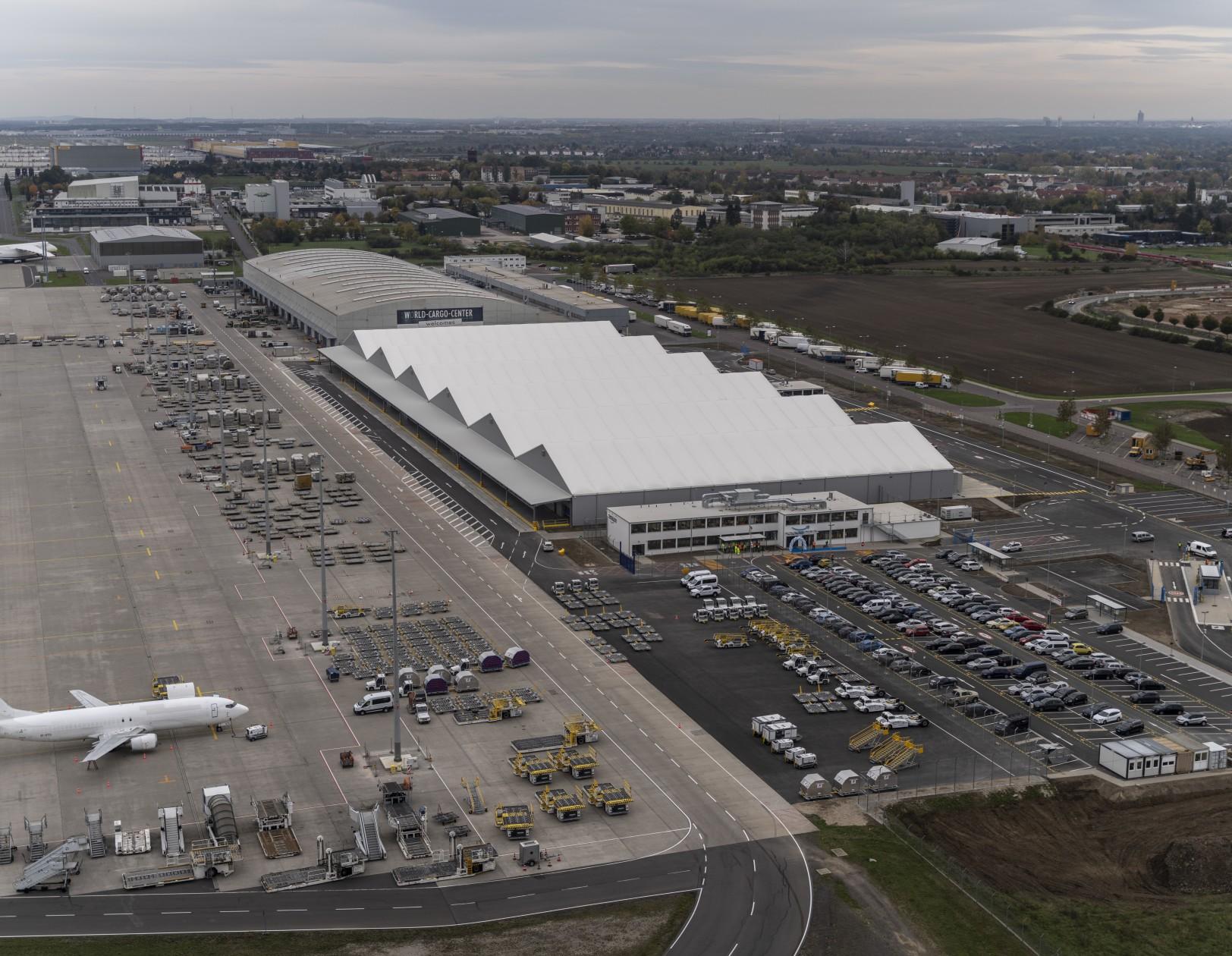 Amazon germany airport 90