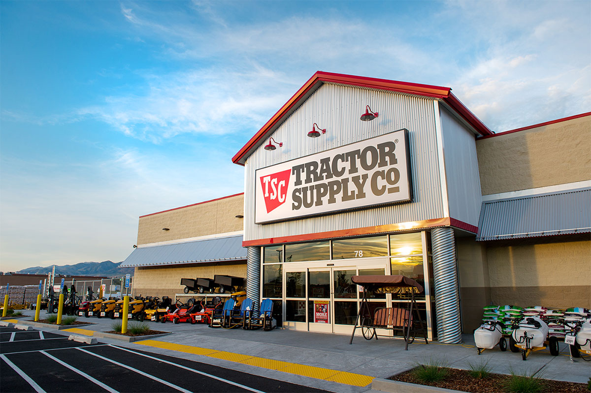 20210119tractor supply storefront