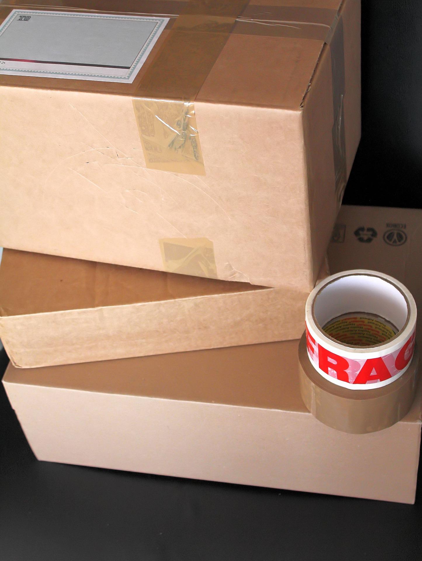 Parcels boxes 3883980 1920