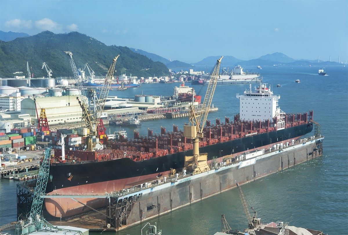 20210416 cargo boom ship operators put off vessel maintenance